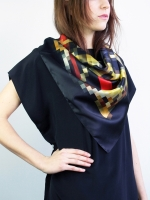 Pixel silk scarf - black/gold/red - Other Image